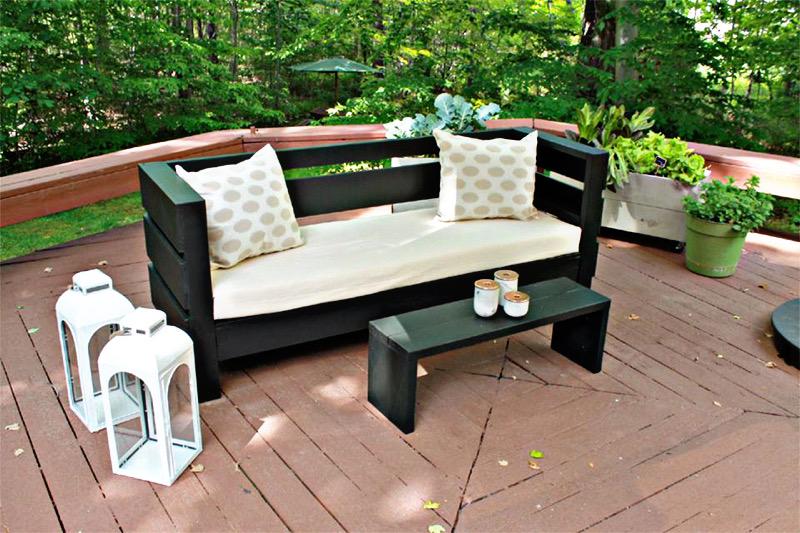 طراحی نشیمن در فضای باز - کاناپه و میز جلو مبلی در فضای باز